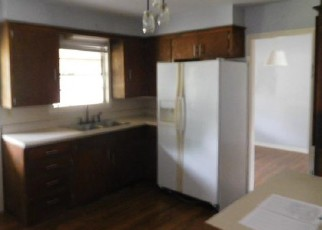 Bank Foreclosure for sale in Devine 78016 N WINDY KNOLL DR - Property ID: 4284807509