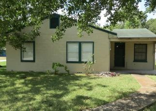 Bank Foreclosure for sale in Edna 77957 W CYPRESS ST - Property ID: 4291421355