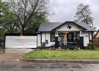 Pre Foreclosure in Fort Worth 76111 BARCLAY AVE - Property ID: 1382754583
