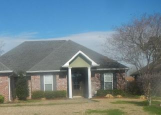 Pre Foreclosure in Hahnville 70057 DUHE DR - Property ID: 1387572291