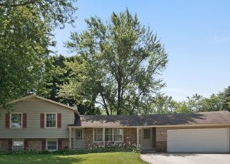 Pre Foreclosure in Winfield 60190 PARKWAY DR - Property ID: 1395826349
