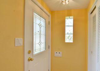 Short Sale in Lincolnwood 60712 N EAST PRAIRIE RD - Property ID: 6316856183
